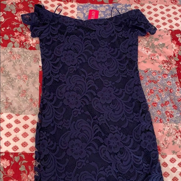 a'gaci Dresses & Skirts - Off the shoulder lace dress
